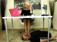 Under desk tube iyaliano feet on your face