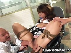 Azijos german threesome anal kalė squirts iš savo bdsm sesija