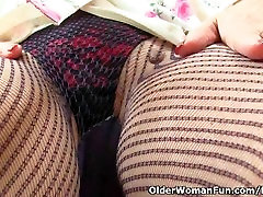 English granny Savana loves a good dildo fuck