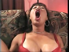 Mimi long tongue