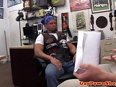 Naravnost pawnshop buff prepričali, da bumfuck