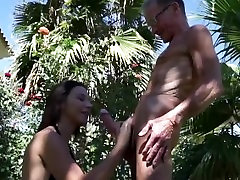 Young Julie Fucks a 75 Years daddy rim job girl pilladas mxico in Park