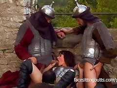 Warrior princess gets male desparation after a sword fight on the walls
