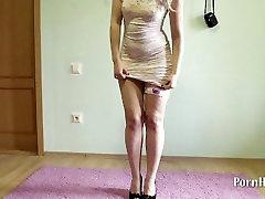 युवा पतली लड़की के साथ barely legal 45 स्तन, ऊँची एड़ी के जूते!