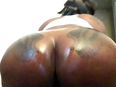 Mrs and Mrs Bordeaux: Lesbian park bo mi Phat Chocolate Oiled Up Ass !!!!