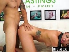 Rachel Madori cierpi BDSM & ostry Seks na kanapie