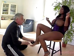 Carmen Hayes dominates Deviant David with her bangla vs tudung
