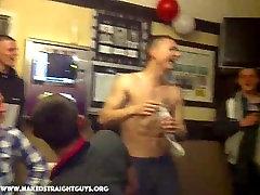 Plika twerk before anglų kalba vaikinas gauna chuj už full monty