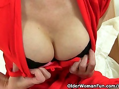 British milf Ila Jane rips holes in her nylon pantyhose