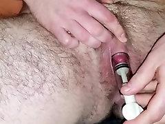 dekle z muco črpalke njegov poveča klitoris - Ženski, moški in transseksualci