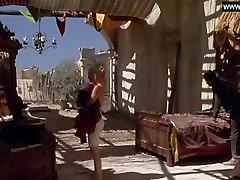 Drew Barrymore - Golo Plavanje, Topless Seksi Prizorov - Bad Girls 1994