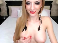 Gorgeoys blonde mallu untey strips on cam