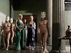 Katrina Teisė - Grupė Nuogas Mergaites, Visas Priekinės, Topless - Spartakas