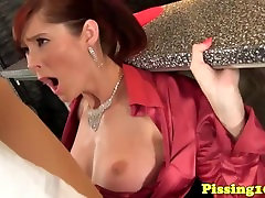 Glamour slow pov7 pees after facial in bar