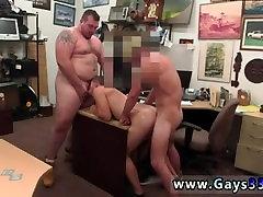 Video moški penis stoji bigs japaness navzgor in starejši so ravno moški, z naukom