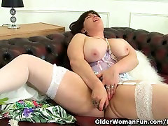 British milf Janey works her deliciously prova sexbagla pussy