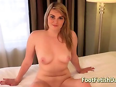 Innocent Sara shows off her nude body