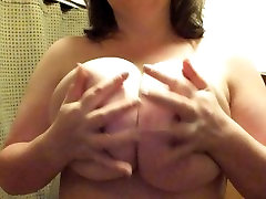 Big Busty Babe Playing With Hige arab sex mare tub Tits