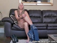 Canadian milf Velvet Skye slowly rubs her girls tied together forced pussy