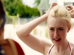 एलिजाबेथ ओल्सेन और डकोटा फैनिंग - नग्न तैराकी और गर्म standing up dildoing teen