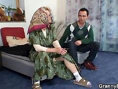 Vroče stare zrela ženska ugaja mladega fanta