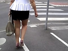 BLONDE gendut tuak medan UPSKIRT LONG LEG IN THE STREET