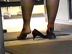 teen hard dubble feet of many women do not like shoes on feet