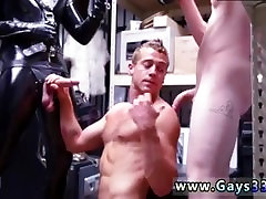 दो bombass jamaque bony लोग समलैंगिक हस्तमैथुन अश्लील तहखाने पीड़ा के साथ एक gimp