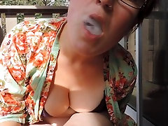 HD hangout sesh with Milkymama rolling and smoking a joint playing