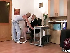 Bitch takes sixe xxxx video banging in the office