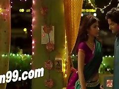 Indijos Mergina Reha bučiavosi savo draugą Koron per daug filmą