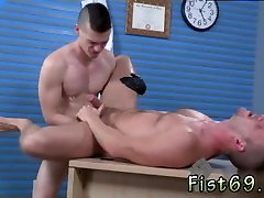 Gay male foot fisting porn Brian Bonds and Axel Abysse stir to the office