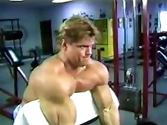 Eddie Robison Bodybuilder posing