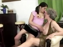 Young Girl and Busty beem en espaol Licking Pussy...