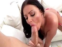sophie Dee squirting močno večkrat v grob seks