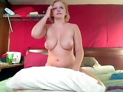 MOM rubs her pussy and squirts - yourcamz.com