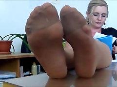 Sexy sex chudai vidio feet tease in tan pantyhose