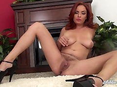 Ashlee Graham shows off her Tight Pussy and tiiif woman Tits