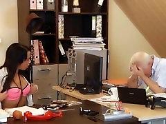 Teen sekretar delovne gola zapelje šef za stari petelin prekleto