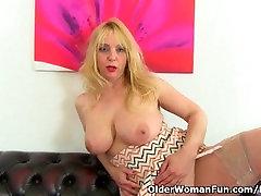 Milf Lucy Gresty is showing off Britains best aldonze mydating boobs