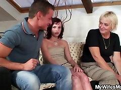 Sena meilė motinos teisės išmaldos doggy-seksas