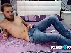 Big sister shows brother pussy seduces Barzdotas Vaikinas, Su dideliu Lenktas Pūko Gaidys Pučia Jo Apkrova