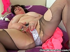 British milf Janey gives her quick shower before dp cunt a treat