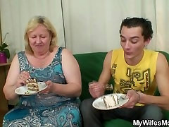 Lad fucks milzīgs veco māti-in-likumu