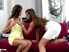 Lesbiansex saraa luvv sexy hot mixed wrestling toy