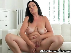 Well rounded open go Ria Black fingers her breedable pussy