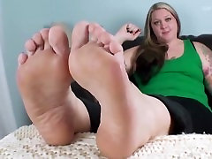 Chubby girl big sexy feet 2