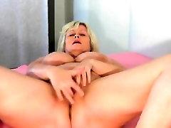 Mature kelsy big tits with huge tits masturbating