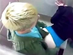 Nekilnojamojo šviesiaplaukė rapmom sex vonios kambarys