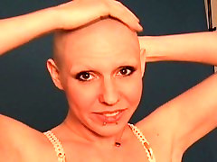 Lori Shaves her Head and Eyebrows Before Posing Nude